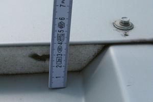 Bild9: Profilfüller aus Polystyrol bei der Firstkappe des Hallendaches