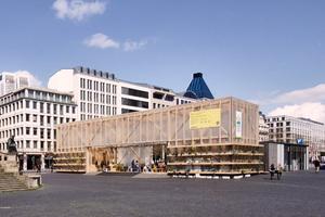 Zukunftspavillon mitten im Großplatzraum Innenstadt Frankfurt a. M.