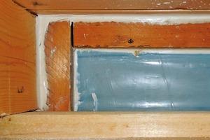Bild 5: PE-Folie im Anschlussbereich zwischen Sparren, Dachschalung und Außenwand