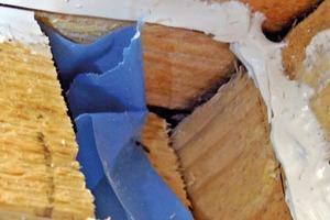 Bild 8: Spalt zwischen dem Sparren und den Brettern der Dachschalung