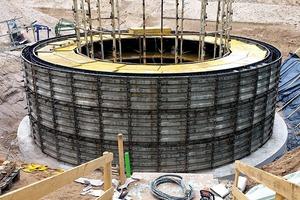 Für den Eisspeicher wurde ein Betonkörper mit einem Volumen von 172 m³ im Erdreich versenkt