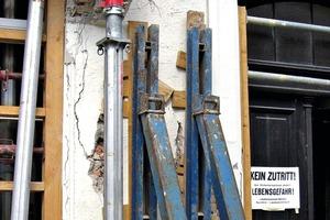Bild1: Sicherungsmaßnahmen beim Bestandsgebäude