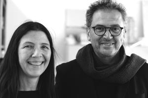 """Barbara Schaeffer, Geschäftsführung, und Juan Pablo Molestina<div class=""""autor_linie""""></div><p><span class=""""ueberschrift_hervorgehoben"""">Molestina Architekten, Köln. Zurzeit 25 MitarbeiterInnen</span></p><p><span class=""""ueberschrift_hervorgehoben"""">Gründer Molestina Architekten</span></p><p>1976B.A Yale</p><p>1982M. Arch. M.I.T.</p><p>1991Molestina + Kraus, Gruppe MDK</p><p>2000Gastprofessor, DIA Bauhaus, Dessau</p><p>2001Professor Peter Behrens School of Architecture,</p><p>Lehrgebiet: Gebäudelehre und Entwerfen</p><p>2011Dekan, Peter Behrens School of Architecture<br /><a href=""""http://www.molestina.de"""" target=""""_blank"""">www.molestina.de</a></p>"""