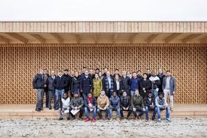 NachwuchsarchitektInnen bauten gemeinsam mit Flüchtlingen einen Holz-Pavillon