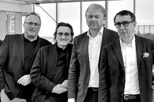 """<div class=""""fliesstext_vita""""><strong>sop architekten v.l.n.r.: Lothar Simonis, Wolfgang Marcour, Jurek Slapa, Helmut Oberholz, Zbigniew Pszczulny</strong></div><div class=""""fliesstext_vita""""></div><div class=""""fliesstext_vita"""">Die Architekten J.M. Slapa, H. Oberholz und Z. Pszczulny entwickeln und realisieren seit über 25 Jahren gemeinsam Bauwerke in den Bereichen Büro-, Gewerbe-, Hotel-, Industrie- und Wohnungsbau sowie Flughäfen, Sportstätten oder Einrichtungen für Lehre und Forschung. Das international tätige Architekturbüro sop architekten mit rund 90 Mitarbeitern und Sitz in Düsseldorf steht für eine klare, zeitlose Architektursprache und für die ganzheitliche Betrachtung eines Bauwerks bis ins letzte Detail.</div>"""