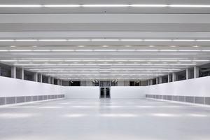 Im Expo Ausstellungssaal werden kongressbegleitende Ausstellungen gezeigt. Das stützenfreie 1000m² große Untergeschoss erhielt durch Absenken des Bodens eine lichte Höhe von 3,80m