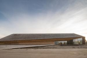 Das Besucherzentrum am Wattenmeer als liegender Findling