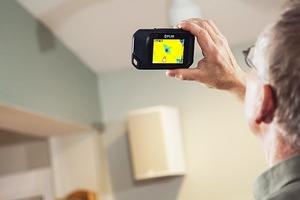 Thermografie kann in Wänden oder Decken eingedrungene Feuchtigkeit anzeigen