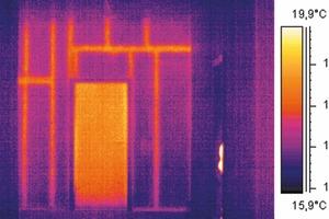 Bauthermografie kann Wärmebrücken und schimmelpilzgefährdete Stellen aufspüren oder verborgene Bauteilstrukturen anzeigen