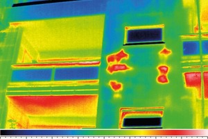 Mit aktiver Bauthermografie lässt sich eine feucht gewordene WDVS-Fassadendämmung lokalisieren …