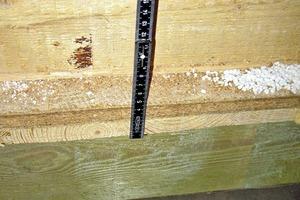 Bild2: Holzkonstruktion oberhalb des ungenutzten Schwimmbeckens