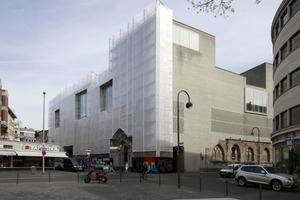 Kolumba in Köln, verhängte Westfassade wegen Sanierungs- und Reparaturarbeiten