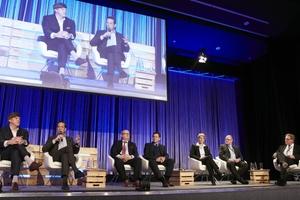 Hochkarätig besetztes Podium, hier moderiert von Burkhard Fröhlich, Chefredakteur DBZ