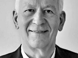 """<div class=""""fliesstext_vita""""><strong>Gunter Henn<br />Prof. Dr.-Ing. Architekt</strong><br /><br />Gunter Henn studierte an den Technischen Universitäten Berlin und München Architektur und Bauingenieurwesen. Das Büro HENN wurde 1979 von ihm in München gegründet und steht in der Nachfolge des Büros von Walter Henn. Gunter Henn war Gastprofessor am Massachusetts Institute of Technology (MIT) in Cambridge und Professor am Lehrstuhl für Industriebau und Center for Knowledge Architecture der TU Dresden.<br /></div>"""