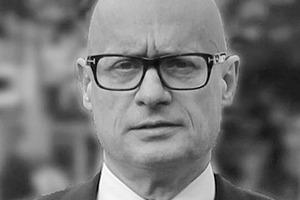 <p>LANGHOF</p><p>Prof. Christoph Langhof</p><p></p><p>gründete nach dem Studium sein Architekturbüro in Berlin. Seither entwickelt er zahlreiche Bauprojekte, wobei für ihn die Typologie der Hochhäuser seinen besonderen Reiz hat. Christoph Langhof hat als Professor in London, Frankfurt und Innsbruck gelehrt. Für das Horst-Korber-Zentrum in Berlin wurde Christoph Langhof mit dem ersten Berliner Architekturpreis ausgezeichnet. Jüngst hat er mit dem EPSILON einen weiteren Hochhaustyp direkt an der Spree vorgestellt.</p>
