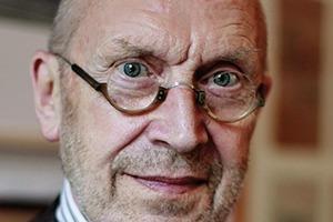 <p>Jo. Franzke wurde 1941 in Berlin geboren. Er studierte Architektur in Braunschweig und Aachen und arbeitete nach seinem Diplom zunächst bei Schneider-Wessling in Köln. Von dort zog er in den 1980er-Jahren nach Frankfurt am Main um, wo er zunächst das dortige Büro von O. M. Ungers leitete. Ende 1985 gründete Jo. Franzke sein eigenes Büro in Frankfurt am Main. 2016 verkaufte er es an die Sweco GmbH und ist heute Senior Advisor von Jo. Franzke Generalplaner.</p>