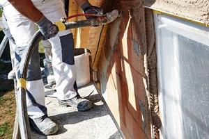 Bild 1: Speziell für hochwärmedämmendes Ziegelmauerwerk entwickelte Leichtputze ermöglichen schlanke, monolithische Wandkonstruktio-nen auf aktuellem Energiestandard