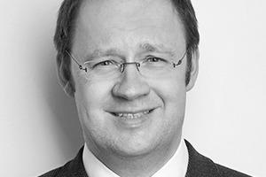"""<div class=""""autor_linie""""></div><h2>Autor</h2><div class=""""autor_linie""""></div><p>Dipl.-Ing. Georg J. Kolbe studierte Bauingenieurwesen an der Fachhochschule Bochum. Seit 1996 arbeitete er zunächst im Vertrieb bei Wülfrather Fertigbaustoffe, der heutigen Saint-Gobain Weber GmbH. 2002 wechselte Georg Kolbe in das Marketing und wurde Produktmanager für Wärmedämm-Verbundsysteme in Deutschland und Österreich. Seit 2009 leitet er den Bereich Produktmarketing Putz- und Fassadensysteme bei Saint-Gobain Weber. Georg Kolbe ist maßgeblich beteiligt an der Entwicklung und Markteinführung von effizienten Dämm- und Putzsystemen.</p><div class=""""autor_linie""""></div><p>Informationen unter: <a href=""""http://www.sg-weber.de"""" target=""""_blank"""">www.sg-weber.de</a></p>"""