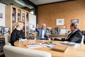Treffen mit Heftpaten Wolfgang Priedemann, der zusammen mit Sandra Greiser und Burkhard Fröhlich im lebhaften Gespräch die Heftinhalte festzurrte