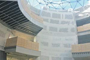 """Die Glaskuppel ist Abbild des Sternenhimmels. An den Knotenpunkten der Konstruktion sitzen die """"Sterne"""", verbunden mit LED-Streifen fügen sie sich zu Sternbildern"""