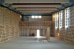 Die Unterkonstruktion aus Holz wurde überwiegend in der Werkstatt vorgefertigt