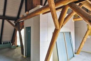 Die Bäder in den Zimmern im Dachgeschoss sind als Boxen in Trockenbauweise eingestellt