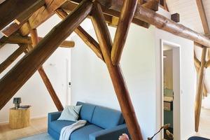 unten: Leitidee der Gestaltung war, dass man sich wie zu Hause fühlen soll und dass alle Materialien für sich sprechen<br />