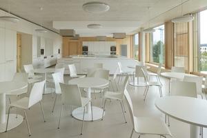 Die Lehrküche ist neben Computerraum und Räumen für Naturwissenschaften und Schulverwaltung ein gemeinsam genutzer Fachraum und liegt zentral zwischen den Clustern, die jeweils vier Klassen eines Jahrgangs räumlich zusammenbinden