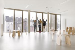 Werk- und Differenzierungsräume ermöglichen mit der flexiblen Möblierung freies Arbeiten und fördern die Entfaltung der Kinder
