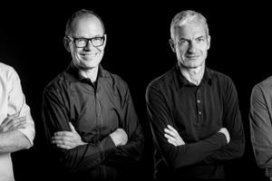 wulf architekten  Das Büro wulf architekten wurde 1987 von Tobias Wulf (im Bild 3. v.r.) gegründet und wird heute neben ihm von (v.l.n.r.) Jan-Michael Kallfaß, Ingmar Menzer, Kai Bierich, Alexander Vohl, und Steffen Vogt geleitet. 2011 firmierte das Büro vollständig zu einer GmbH um und trägt seitdem den Namen wulf architekten. Schwerpunkte der Arbeit liegen in den Bereichen öffentliche Bauten wie Kulturbau, Schul- und Hochschulbau, Bürobau, Gesundheits- und Sportbauten, sowie CI-Gewerbebau, Wohn- und Sozialbau auch für private Auftraggeber. Bauen im Bestand, innovative Energiekonzepte und infrastrukturelle Großprojekte wie Messen sind seit vielen Jahren als weitere Schwerpunkte hinzugekommen. Das Architekturbüro beschäftigt rund 100 Mitarbeiter.