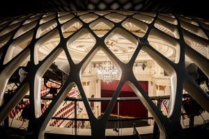 Das Gitter vor der Nachhallgalerie besteht aus glasfaserverstärkter Phosphat-Keramik<br />