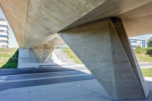 Die gefaltete Kubatur der Brücke folgt dem tatsächlichen Kraftverlauf