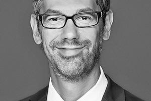 """<div class=""""autor_linie""""></div><p><strong>Christian Müller</strong> ist diplomierter Historiker und seit über 14 Jahren als Experte im Bereich Kommunikation in Berlin tätig. Seit 2007 ist er bei der dena beschäftigt, seit 2017 leitet er als Projektleiter das Themengebiet Nichtwohngebäude mit den Schwerpunkten Handel, Büro und öffentliche Nichtwohngebäude. Ein weiterer Schwerpunkt seiner Tätigkeit ist das Thema Effizienzpotentiale durch Digitalisierung in Gebäuden.</p><div class=""""autor_linie""""></div><p>Informationen: <a href=""""http://www.effizienzgebaeude.dena.de"""" target=""""_blank"""">www.effizienzgebaeude.dena.de</a></p>"""