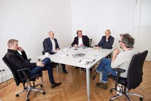 Große Runde (v.l.n.r.): Jens Wixmerten Nowak (WSK), Christian Richert (IDK), Burkhard Fröhlich, Sandra Greiser und Torsten Wilde-Schröter (WSK)