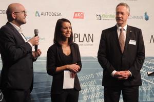 """<irspacing style=""""letter-spacing: -0.01em;"""">Markus Hochmuth (l.) von OBERMEYER Planen + Beraten und Prof. Rasso Steinmann (r.) von Allplan GmbH – Vorstandsmitglied und Geschäftsführer von buildingSMART e.V. – eröffneten das Forum. Die Moderation übernahm Alexandra Kröber, bekannt aus dem 3sat-Wissenschaftsmagazin """"nano""""</irspacing>"""