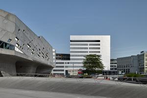 Wolfsburger Nordkopf Tower: Das neue Kunden- und Verwaltungszentrum der Stadtwerke Wolfsburg AG und LSW (links das Phaeno)