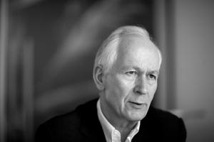 <p><strong>Prof. Dr.-Ing. Gunter Henn</strong></p><p></p><p>Studierte von 1972 bis 1974 Architektur und Bauinge-nieurwesen in München und Berlin, bevor er 1975 an der TU München promovierte. 1979 gründete er das Büro HENN, das er heute gemeinsam mit 19 Partnern leitet.</p><p></p><p>HENN ist ein international tätiges Architekturbüro mit Standorten in München, Berlin und Peking. Seit mehr als 38 Jahren beschäftigt sich HENN mit den Themen Kultur- und Bürobau, Lehre und Forschung sowie Entwicklung, Produktion und Masterplanning.</p>