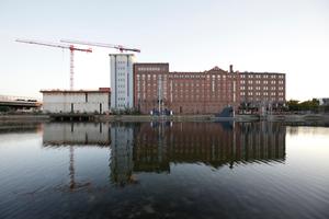 Halbhoch: Bauarbeiten am MKM, Duisburger Binnenhafen