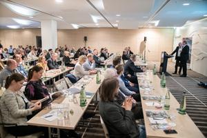 (3) Burkhardt Fröhlich moderierte die Veranstaltung