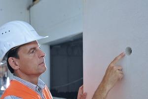 Bild 3: Der weiße Beton im NS Dokumentationszentrum in München wurde in SB4 ausgeführt. Ein Sichtbetonexperte hatte hinsichtlich Ausschreibung, Bemusterung, Produkt- und Lieferantenauswahl, Ausführungsqualität, Oberflächenbearbeitung/-schutz und Betonkosmetik beraten
