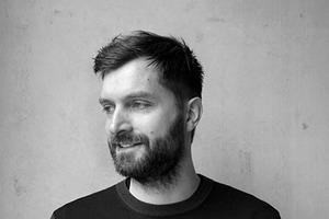 <p><strong>Brandlhuber+ Emde, Burlon<br />Thomas Burlon</strong><br /><br />Thomas Burlon wurde als Architekt an der TU Dresden und der RWTH Aachen ausgebildet. Er leitet seit 2010 das Büro Brandlhuber+ Emde, Burlon in Berlin. Zu seinen Themen gehören die Umnutzung von gebauten Strukturen und die Neubewertung von stadträumlichen Nachbarschaften.</p>