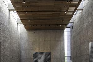 Der ursprünglich sehr hohe Kirchenraum wurde durch das Einziehen einer zusätzlichen Ebene für die Nutzung als Galerie optimiert
