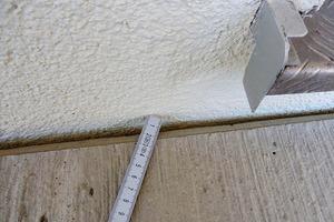 Abb.3: Fuge zwischen Balkonplatte und Fassade