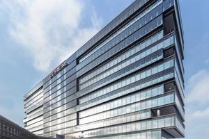 Von der Johannstraße kommend: Ostansicht des neuen L'Oréal Headquarter