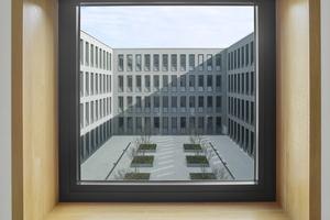"""Blick in den von Neubau und Bestand gebildeten """"Ehrenhof"""""""