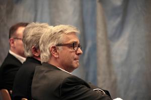 Uwe Schröder gehört mit dem hinter ihm sitzenden Hartwig Schneider zu den beiden Initiatoren der Tagung. Die beiden Architekten haben einen Lehrstuhl an der RWTH
