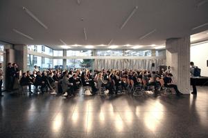 Volles Haus: Architekten, StudentInnen, Firmenvertreter, Forscher und Presseleute füllten das  Foyer des Reiffmuseums an der RWTH Aachen,  Fakultät für Architektur