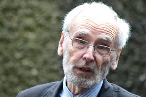 Wolfgang Pehnt ordnet in seinem Eröffnungsvortrag die klassische Sicht auf die (Material)Lage: Wo das Meiste herkommt und wie es immer schon verbaut wurde ... Blick in die Zukunft? Das ist möglicherweise dem Historiker verwehrt