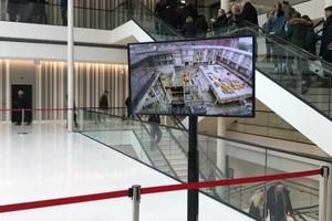 Im Lichthof wurden Videos von der Baustelle gezeigt
