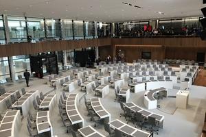 Blick von der Besuchertribüne in den Plenarsaal